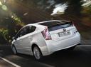 Фото авто Toyota Prius 3 поколение [рестайлинг], ракурс: 135 цвет: белый
