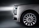 Фото авто Rolls-Royce Phantom 8 поколение, ракурс: колесо цвет: серебряный