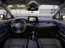 Фото авто Toyota C-HR 1 поколение, ракурс: торпедо