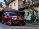 Фото авто Chrysler Pacifica 2 поколение, ракурс: 315 цвет: красный