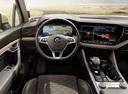 Фото авто Volkswagen Touareg 3 поколение, ракурс: торпедо