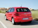 Фото авто Volkswagen Polo 5 поколение, ракурс: 135 цвет: красный