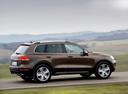 Фото авто Volkswagen Touareg 2 поколение, ракурс: 270 цвет: коричневый