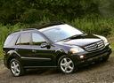 Фото авто Mercedes-Benz M-Класс W164, ракурс: 315 цвет: черный