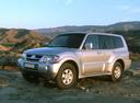 Фото авто Mitsubishi Pajero 3 поколение [рестайлинг], ракурс: 45 цвет: серебряный