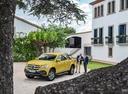 Фото авто Mercedes-Benz X-Класс 1 поколение, ракурс: 45 цвет: салатовый