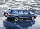 Фото авто Volkswagen Passat B6, ракурс: 270 цвет: синий