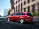 Фото авто Ford Focus 3 поколение, ракурс: 135 цвет: красный