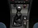 Фото авто Mazda 3 BK, ракурс: ручка КПП