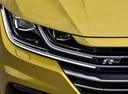 Фото авто Volkswagen Arteon 1 поколение, ракурс: передние фары цвет: желтый