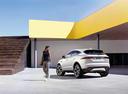 Фото авто Jaguar E-Pace 1 поколение, ракурс: 135 цвет: белый