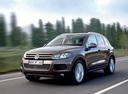 Фото авто Volkswagen Touareg 2 поколение, ракурс: 45 цвет: коричневый