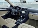 Фото авто Volkswagen Jetta 6 поколение, ракурс: торпедо