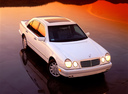 Фото авто Mercedes-Benz E-Класс W210/S210, ракурс: 315 цвет: белый