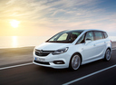 Фото авто Opel Zafira C [рестайлинг], ракурс: 45 цвет: белый