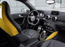 Фото авто Audi S1 8X, ракурс: торпедо