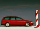 Фото авто Volkswagen Passat B5, ракурс: 270 цвет: красный