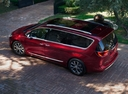 Фото авто Chrysler Pacifica 2 поколение, ракурс: сверху цвет: красный
