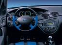 Фото авто Ford Focus 1 поколение [рестайлинг], ракурс: рулевое колесо