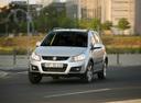 Фото авто Suzuki SX4 1 поколение [рестайлинг], ракурс: 45 цвет: серебряный