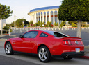 Фото авто Ford Mustang 5 поколение [рестайлинг], ракурс: 135 цвет: красный