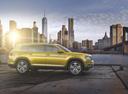 Фото авто Volkswagen Teramont 1 поколение, ракурс: 270 цвет: желтый