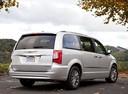 Фото авто Chrysler Voyager 5 поколение [рестайлинг], ракурс: 225 цвет: серебряный