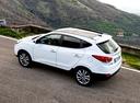 Фото авто Hyundai ix35 1 поколение, ракурс: 90 цвет: белый