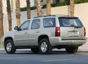 Фото авто Chevrolet Tahoe GMT900, ракурс: 135 цвет: серебряный