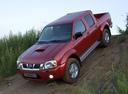 Фото авто Nissan NP300 1 поколение, ракурс: 45 цвет: красный