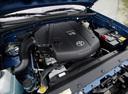 Фото авто Toyota Tacoma 2 поколение, ракурс: двигатель