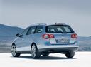Фото авто Volkswagen Passat B6, ракурс: 135 цвет: серебряный