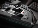 Фото авто Audi RS 5 F5, ракурс: ручка КПП цвет: черный