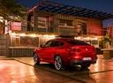 Фото авто BMW X4 G02, ракурс: 135 цвет: красный