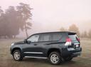 Фото авто Toyota Land Cruiser Prado J150, ракурс: 135 цвет: черный