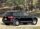 Фото авто Volkswagen Touareg 1 поколение, ракурс: 225 цвет: черный