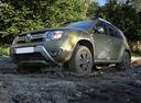 Фото авто Renault Duster 1 поколение [рестайлинг], ракурс: 45 цвет: зеленый