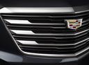 Фото авто Cadillac XT5 1 поколение, ракурс: шильдик цвет: черный