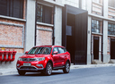 Фото авто Geely Atlas 1 поколение, ракурс: 45 цвет: красный