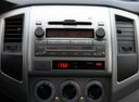 Фото авто Toyota Tacoma 2 поколение [рестайлинг], ракурс: центральная консоль