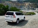 Фото авто Toyota Land Cruiser Prado J150 [рестайлинг], ракурс: 225 цвет: белый