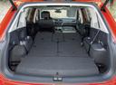 Фото авто Volkswagen Tiguan 2 поколение, ракурс: багажник цвет: оранжевый