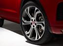 Фото авто Jaguar E-Pace 1 поколение, ракурс: колесо цвет: красный
