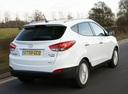 Фото авто Hyundai ix35 1 поколение, ракурс: 225 цвет: белый