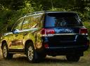 Фото авто Toyota Land Cruiser J200 [2-й рестайлинг], ракурс: 135 цвет: черный