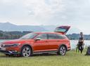 Фото авто Volkswagen Passat B8, ракурс: 90 цвет: оранжевый
