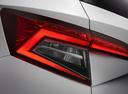 Фото авто Skoda Karoq 1 поколение, ракурс: задние фонари цвет: белый