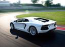 Фото авто Lamborghini Aventador 1 поколение, ракурс: 135 цвет: белый