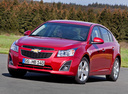 Фото авто Chevrolet Cruze J300 [рестайлинг], ракурс: 45 цвет: красный