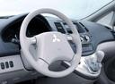 Фото авто Mitsubishi Grandis 1 поколение, ракурс: рулевое колесо